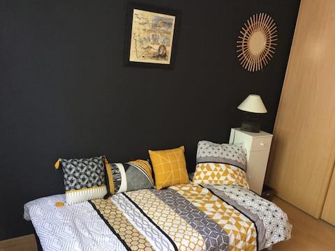 Chambre au calme avec lit pour une personne