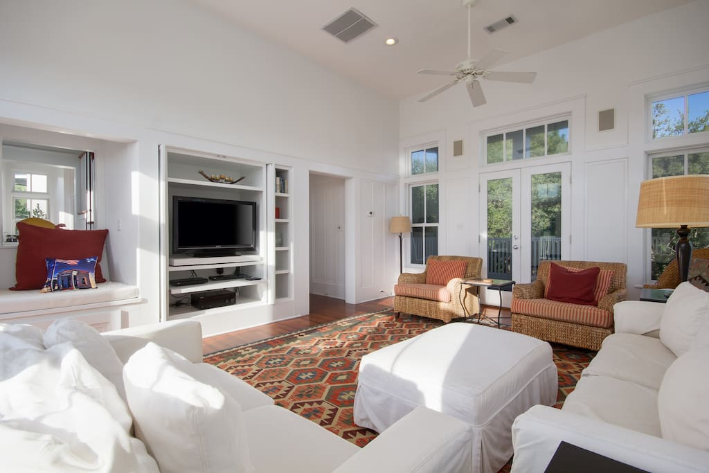 Spacious & Inviting Living Room With HDTV
