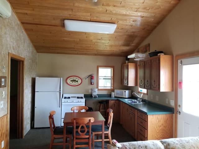 Maple Leaf Resort Cabin 3