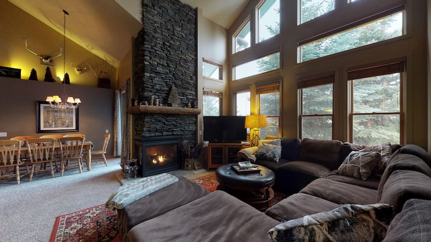 Snowcreek 870-Rustic mountain charm in this Snowcreek condo with views!