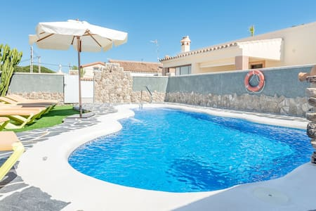 Air-Conditioned Home Close to the Beach with Pool, Terrace, Garden & Wi-Fi; Parking Available