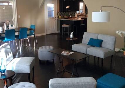 Spacious n Modern HOUSE w/POOL - Los Angeles