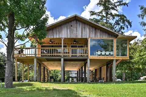 San Jacinto River Home w/Deck, Games & Grill!