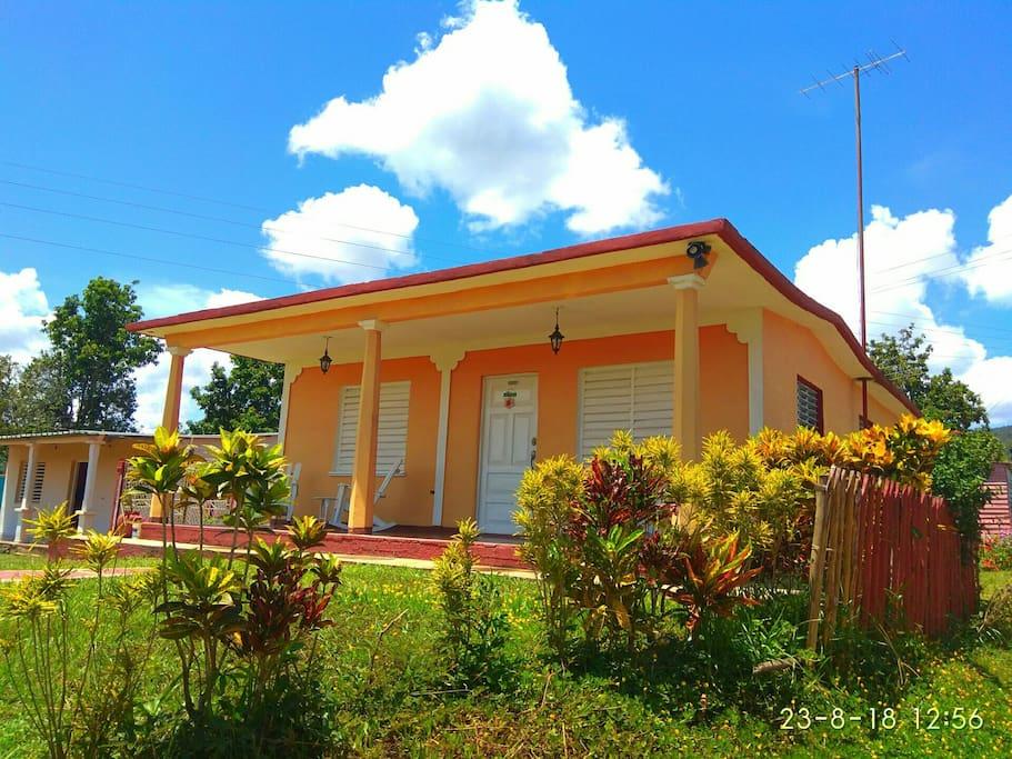 Front of house - Frente de casa