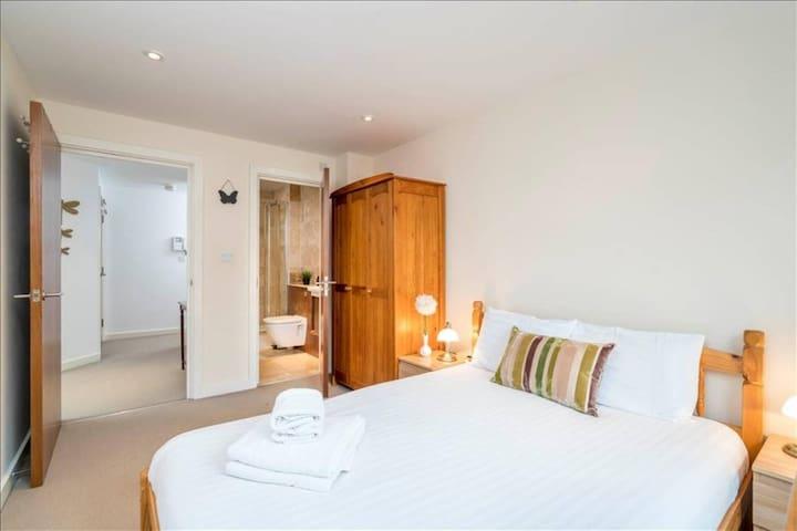Modern 2bed 2bath whole flat in Shoreditch