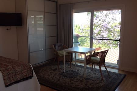 Private and peaceful upstairs retreat - Gladesville - Rumah