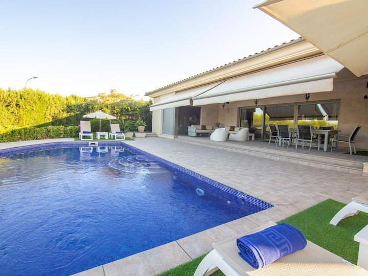 Villa Bellviure holiday home with private pool in Marratxi