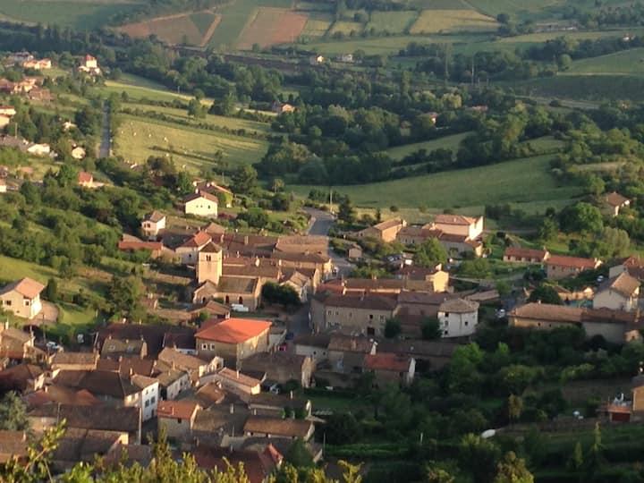Chambre à Berzé-la-Ville, Bourgogne du Sud
