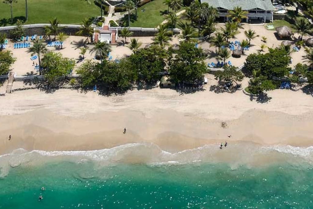 This resort has everything you could want in a vacation, from ocean views and sandy beaches, to snorkeling, tennis or jogging.