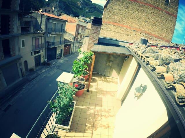 casa vacanza - Collesano - House