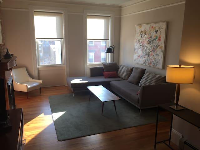 Quiet, bright, top floor, private outdoor deck - Hoboken - Apto. en complejo residencial