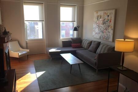 Quiet, bright, top floor, private outdoor deck - Hoboken