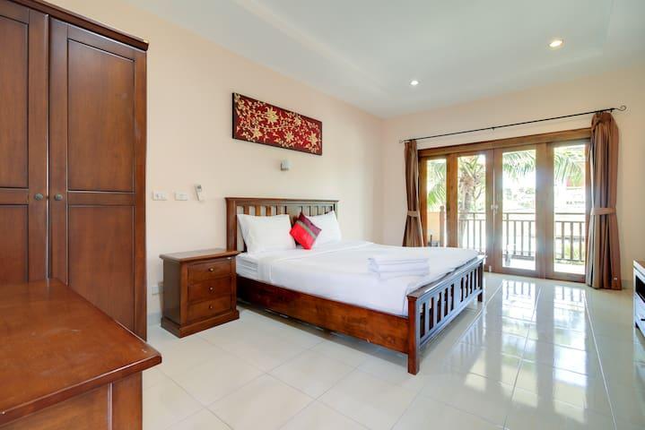 Apartment 50m to Beach Balcony Standard