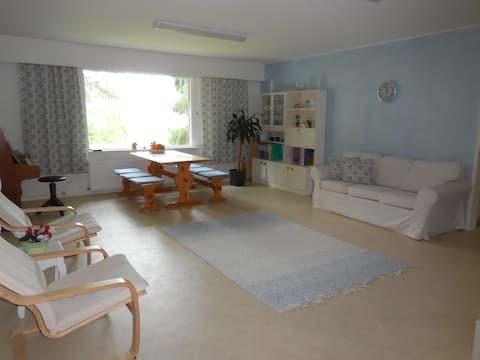 Tilava asunto/huone paritalossa, maaseudulla