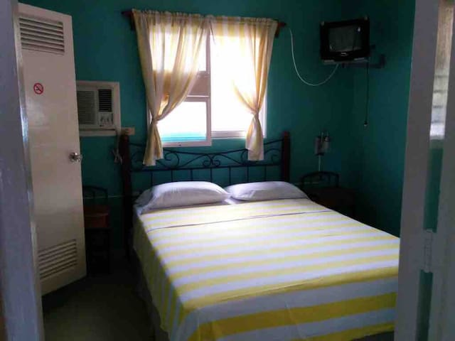 Room B , independent washroom, door, hot water 24/7, access to dining and living room, air conditioner.