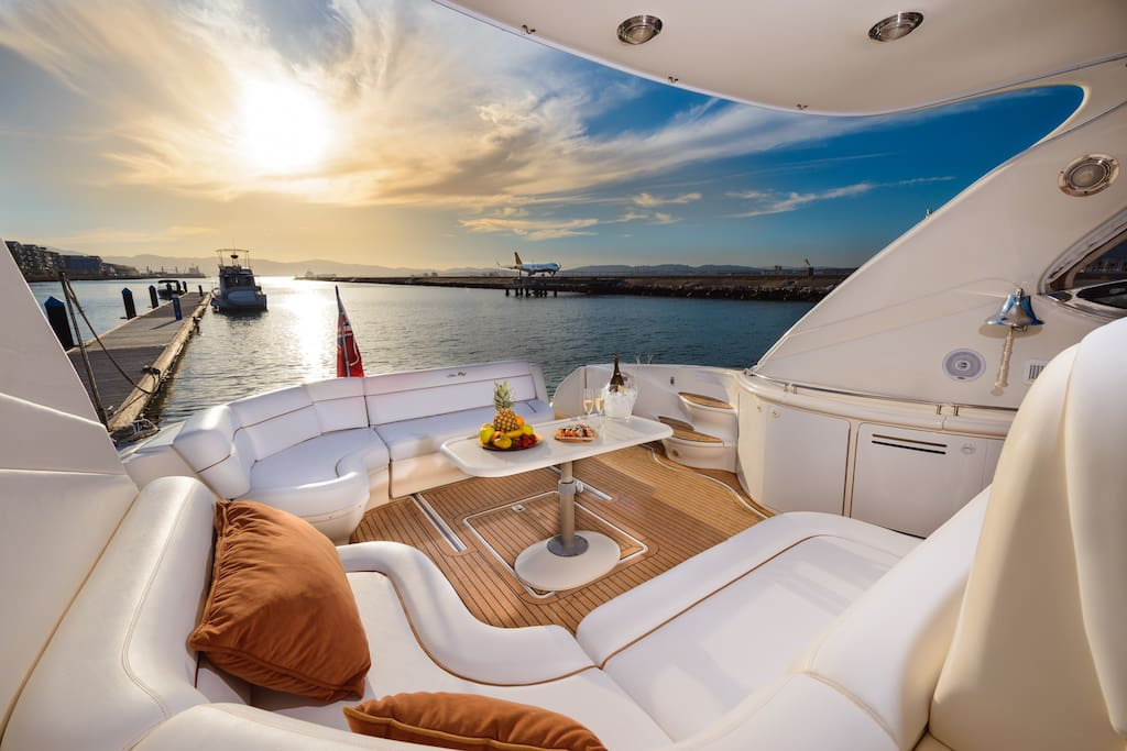 Elite Luxury Yacht Hotel (Ocean Village Marina) - Boats