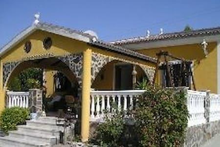 3 BED 2 BATHROOM DETACHED VILLA - Algarinejo - Haus