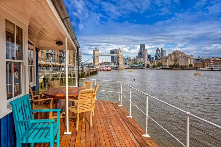 Tower Bridge 5* Houseboat: London's best view