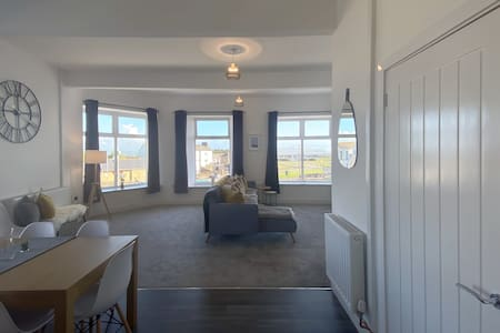 Bay View Apartment - Spectacular views!