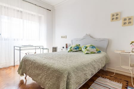 LISBON - BEDROOM + BREAKFAST - Wikt i opierunek