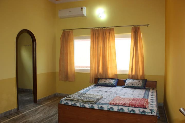 Room 202 in Family-run Ashram with Yoga & Ayurveda - Vrindavan