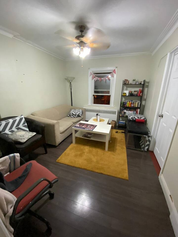 UNBELIEVABLE OPPORTUNITY FOR 1 MONTH SUBLET