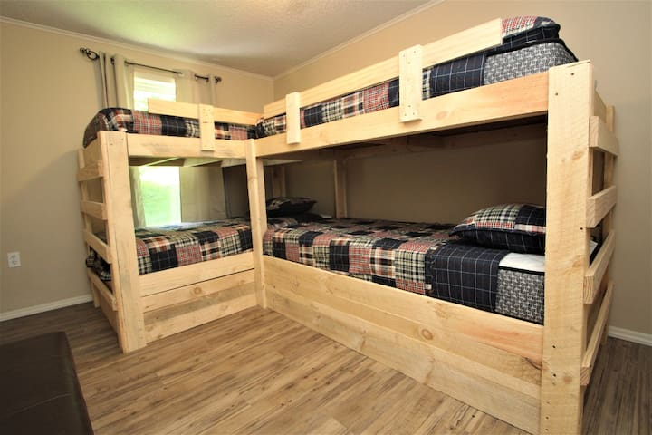 4th bedroom ideal for kids, includes 4 twins!