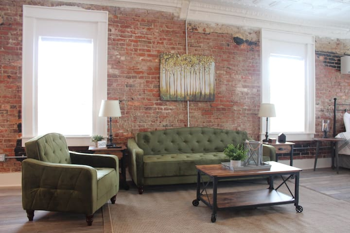 Picture Perfect Loft near Montgomery and AU!