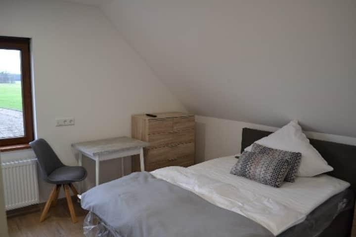Neues, modernes Zimmer (Nr. 1) mit eigenem Bad