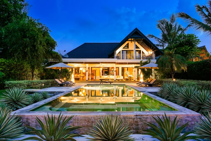 VILLA MAHKAI - THE MAIN VILLA, LUXURY BEACHFRONT