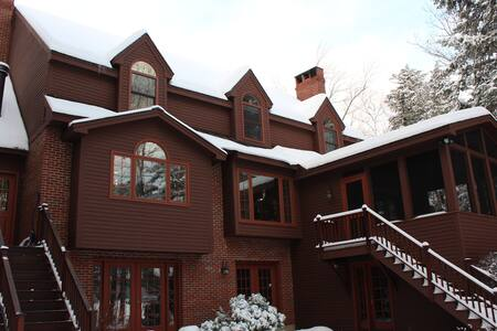 Squam Lake luxury lakefront home - Center Harbor - House