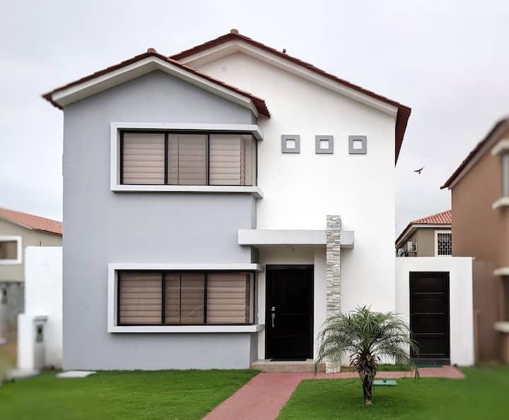 """Modern """"Smart"""" Home in Samborondón"""