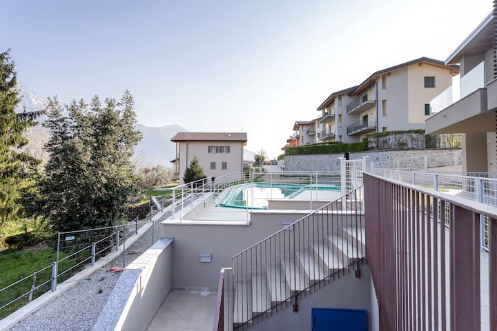 Modern apartment overlooking the lake/mountains w/ shared pool!