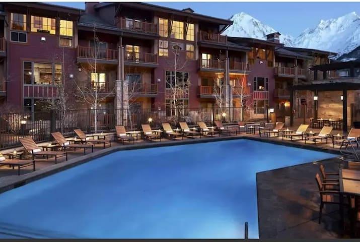 Beautiful Lodge Hotel Christmas Getaway