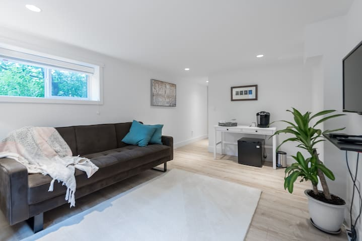 Comfy, new 1 BR suite in great Vancouver location