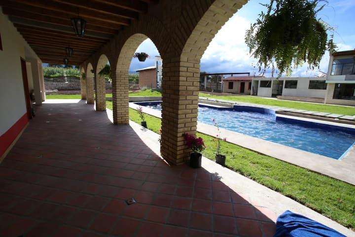 Hotel pintado de verano  en San Salvador el Verde