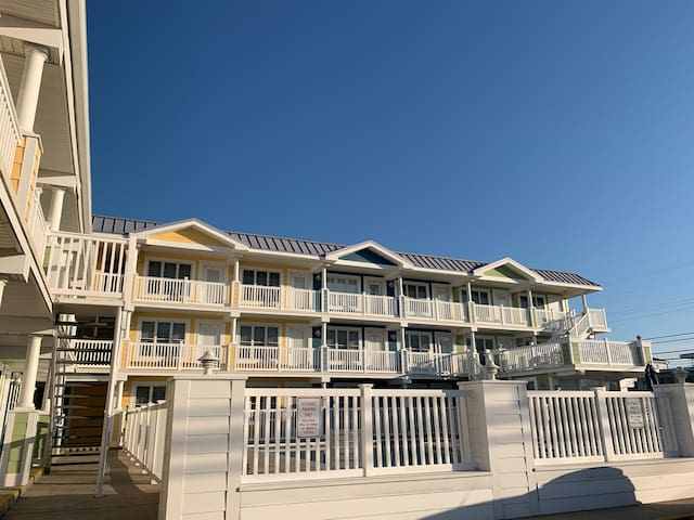 Cozy Wildwood Crest Beach - Poolside Condo - SAFE