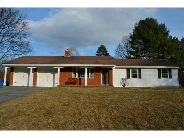 5 bedroom Home a mile from Dartmouth Campus
