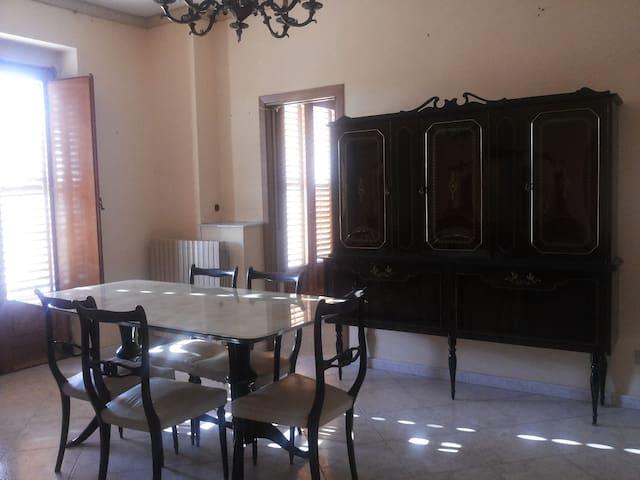 Al centro della Sicilia - Barrafranca - Lägenhet