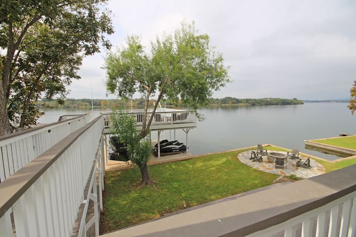 Paradise Pointe- Waterfront Paradise with Huge Game Area, Sleeps 12!