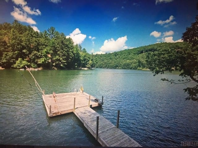 Glenville Lakefront Apartment, 2BR/1BA with Dock