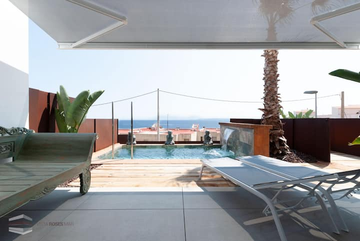 Vista Roses Mar- Ancla Mar 2-3  Ancla Mar is a very exclusive house with views over the