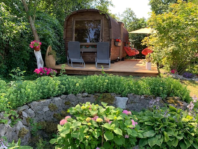 SEA FIRST LINE cozy tiny house-garden/terrace/BBQ