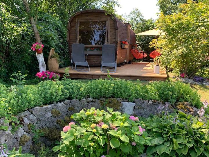 SEA FIRST LINE cozy tiny house-garden/terrace/BBQ