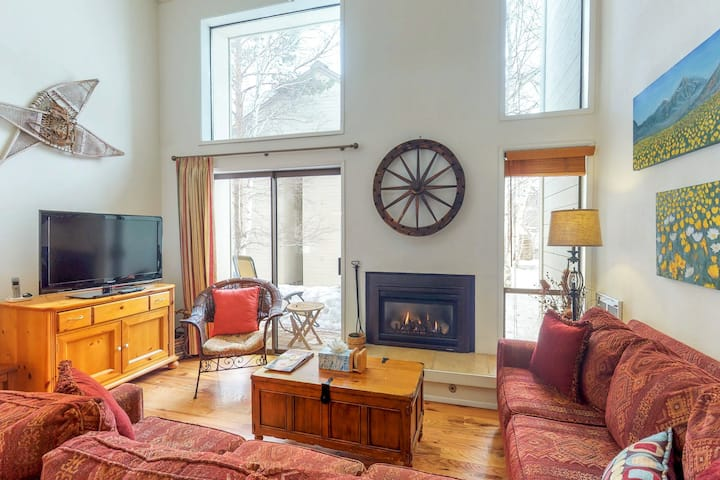 Charming Ski Condo w/ Shared Pool & Hot Tub at the Base of the Elkhorn Lift