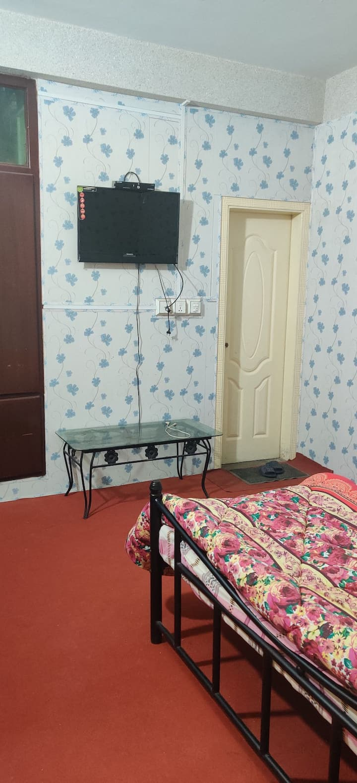 Furnished Rooms & apartment with Free Parking