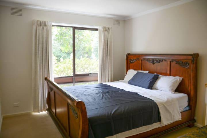 7.Huge room with living and kitchen - Greensborough - House