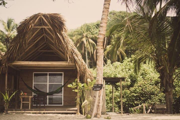 Cabaña el Nidito #2. en la playa
