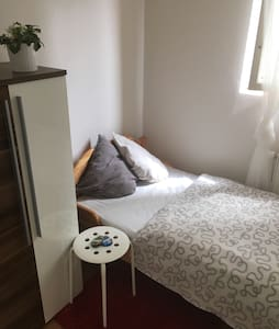 QUIET & SAFE room near by Castle! - Prague - Apartment