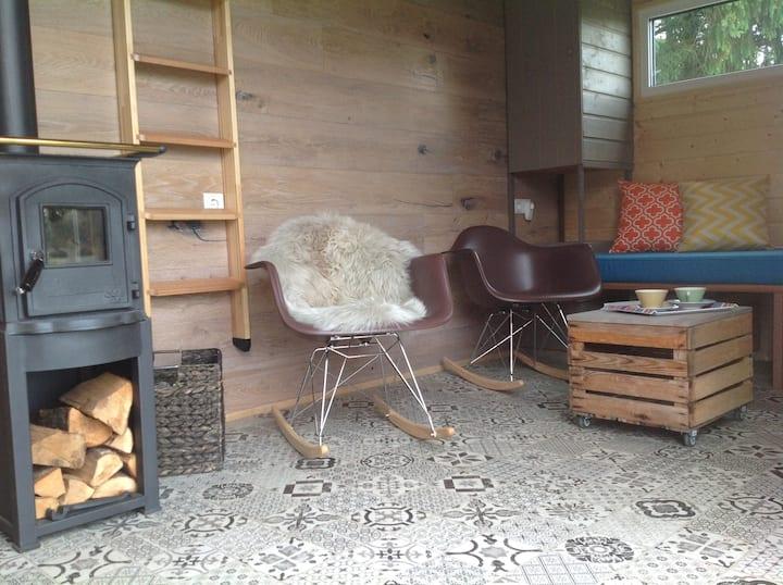 Tiny House 1 wohlig warm vor dem Kamin..